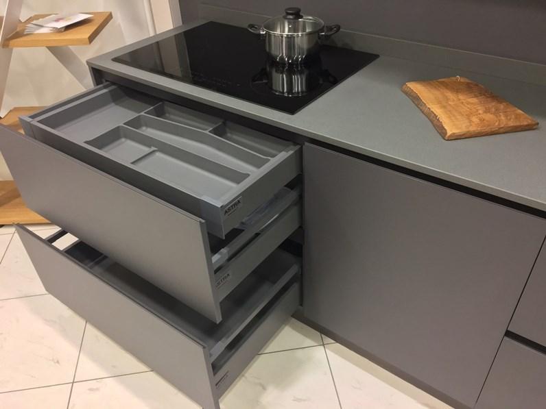 Piano Cucina Quarzo.Cucina Astra Modello Zen Con Piano In Quarzo Completa Di Elettrodomestici Electrolux