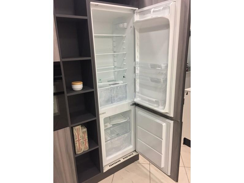 Cucine Componibili Electrolux.Cucina Astra Modello Zen Con Piano In Quarzo Completa Di Elettrodomestici Electrolux