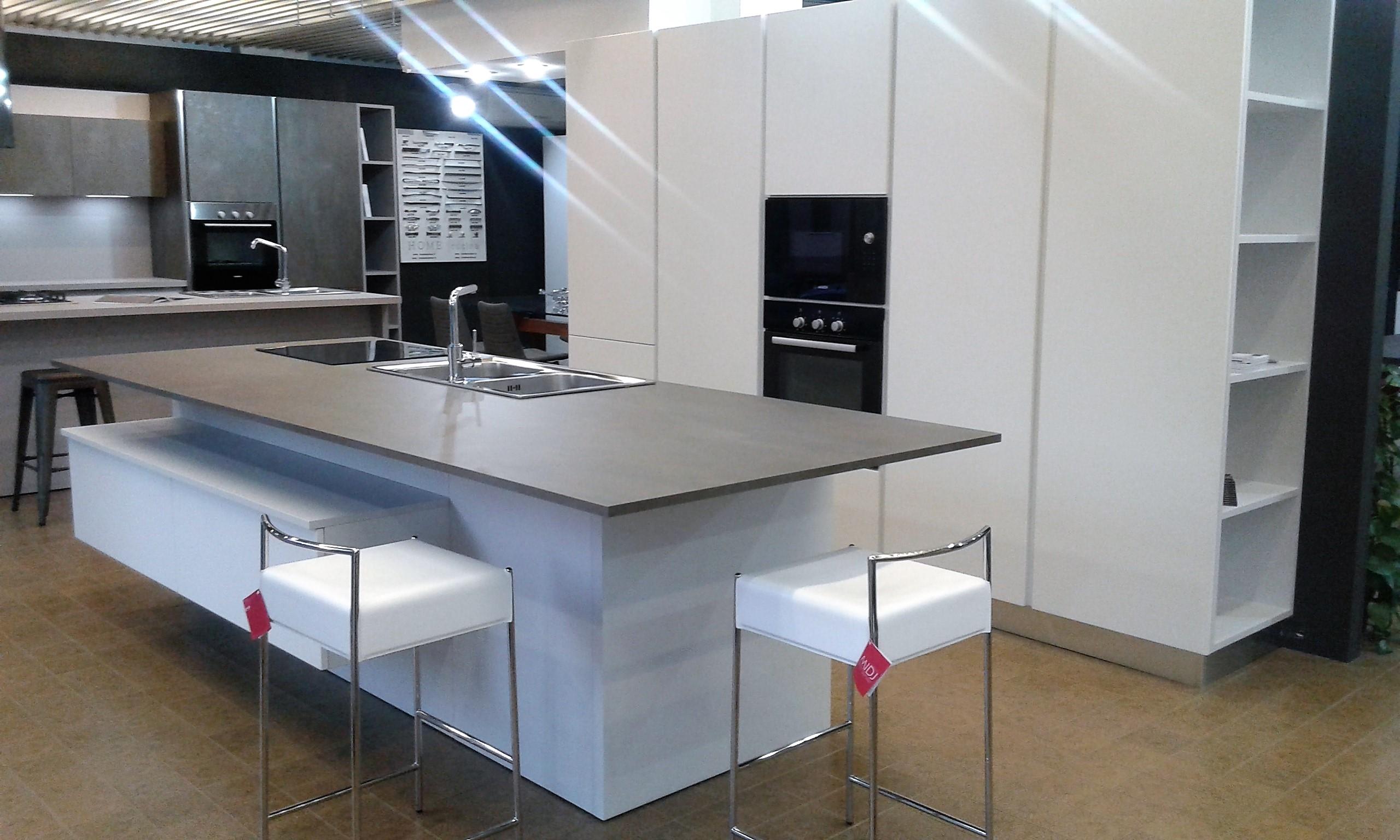 Cucina atra cucina componibile in polimerico opaco bianco - Cucina componibile prezzi ...