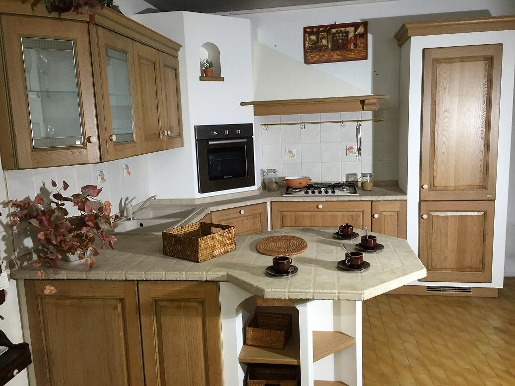 Cucina Belvedere con penisola Scavolini scontata del 70% - Cucine a ...