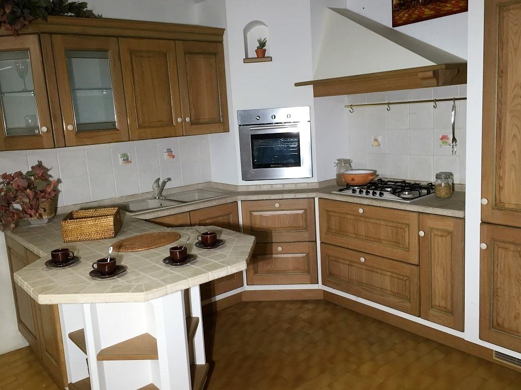 Cucina belvedere con penisola scavolini scontata del 70 - Cucina muratura bianca ...