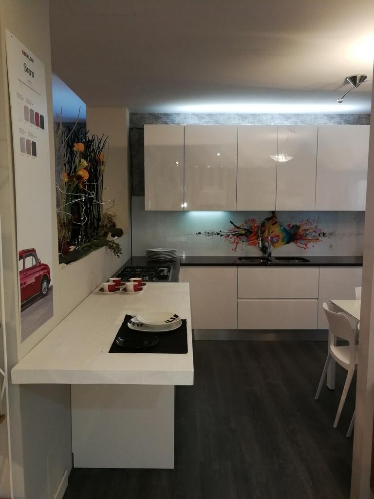 Cucine Berloni cucine berloni prezzi : Pensili Cucina Berloni: Cucine bianche e la stanza sembra pi ...
