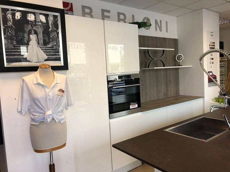 Cucina Berloni cucine design ad isola bianca in laccato lucido Ala