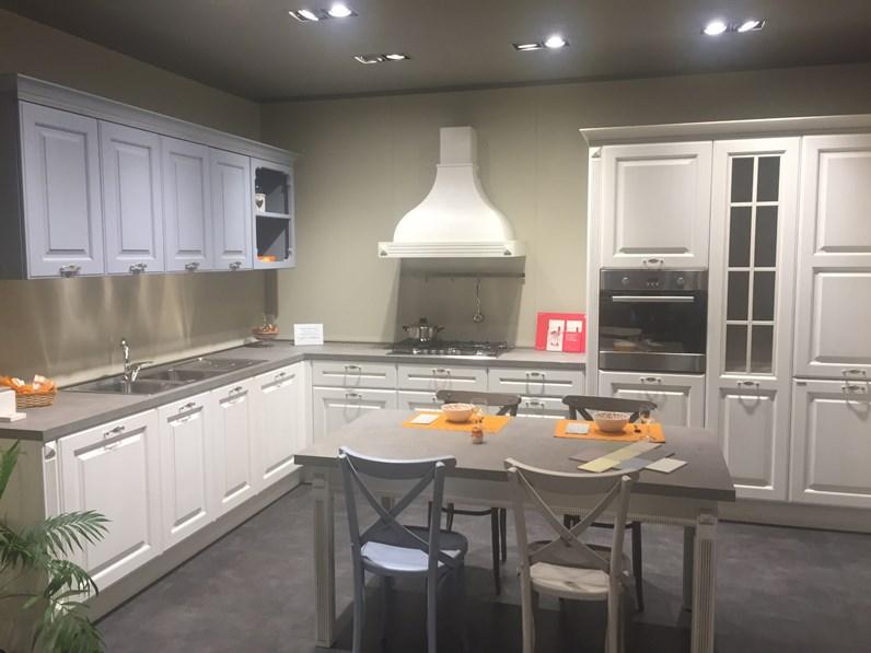Cucina Berloni modello Athena ad angolo compresa di tavolo e sedie