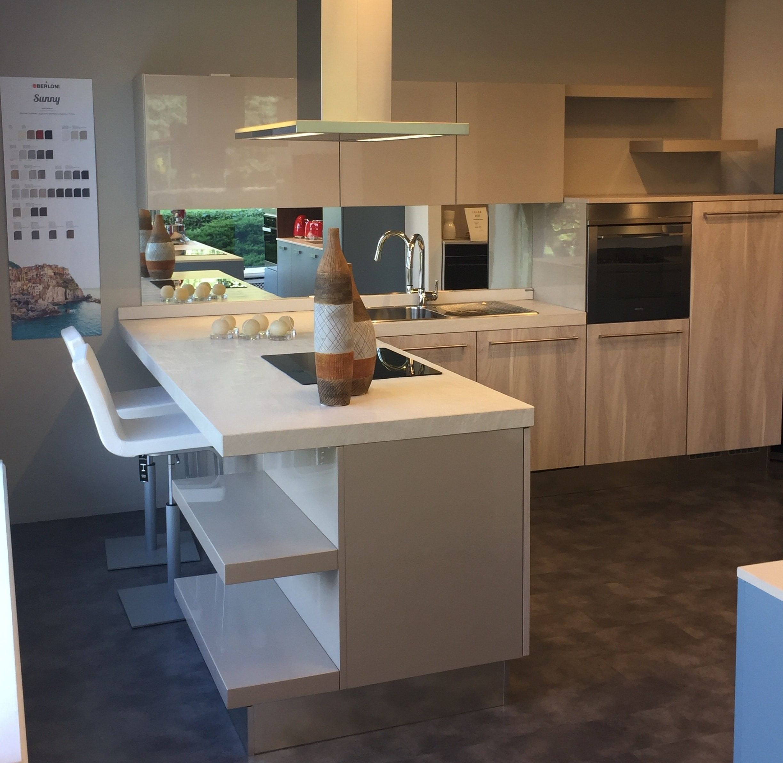 Cucina berloni modello sunny con penisola cucine a - Altezza penisola cucina ...