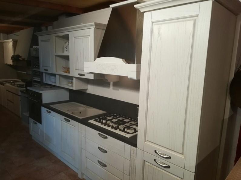 Cucina bianca classica lineare verona anta a telaio for Cucine outlet verona