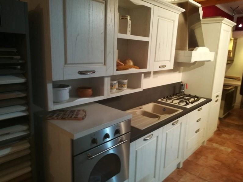 Cucina bianca classica lineare Verona , anta a telaio classica ...