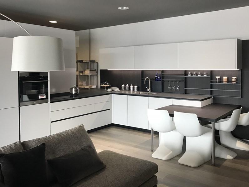 Cucina bianca design ad angolo Artex Varenna in offerta