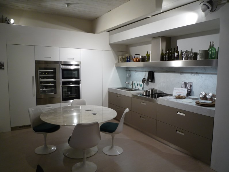 Cucina bianca design ad angolo Italia Arclinea in Offerta Outlet