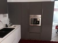 Cucina bianca design ad angolo One 80 Ernestomeda scontata