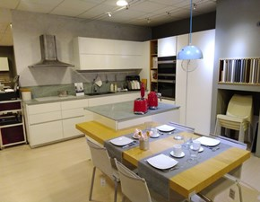 Cucina bianca design ad isola Charisma groove laccato bianco lucido Berloni cucine in Offerta Outlet