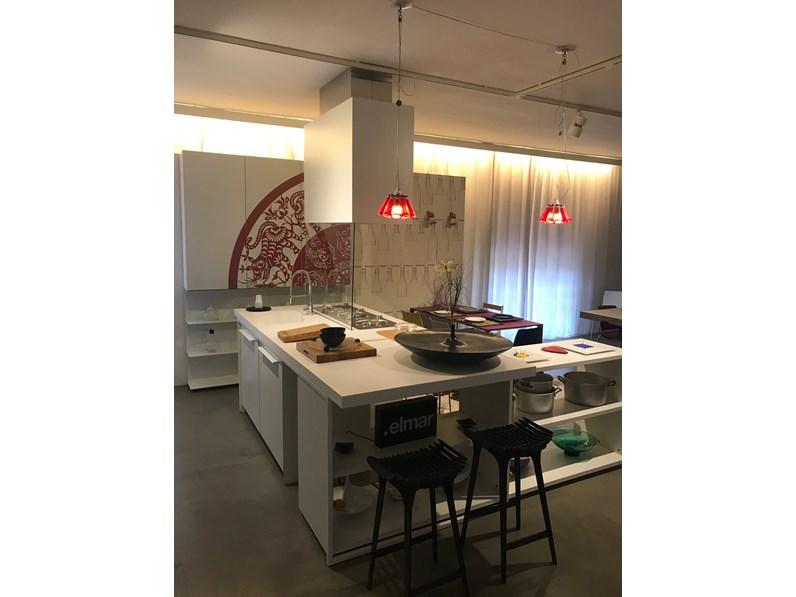 Cucina bianca design ad isola playground elmar cucine in for Cucina isola outlet