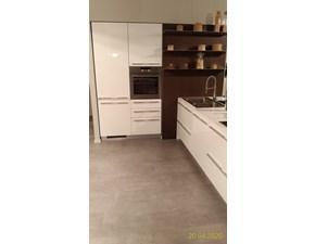Cucina bianca design con penisola Arena Maistri cucine in offerta