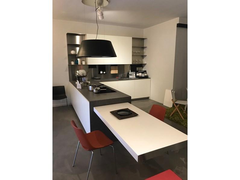 Cucina bianca design con penisola el 01 elmar cucine in for Cucine outlet design