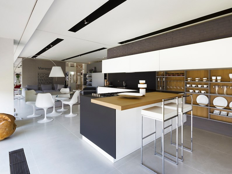 Cucina bianca design con penisola twelve poliform in for Cucine di design in offerta