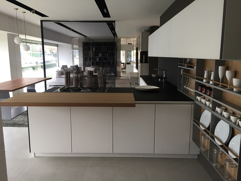 cucina bianca design con penisola twelve poliform in