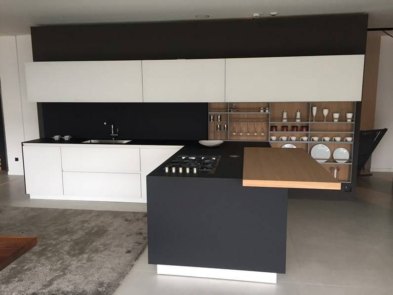 Cucina bianca design con penisola twelve poliform in offerta outlet - Cucine varenna outlet ...