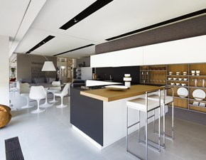 Cucina bianca design con penisola Twelve  Poliform in Offerta Outlet
