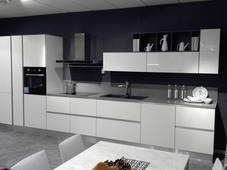 Cucina bianca design lineare bluse class forma 2000 in for Gili arredamenti
