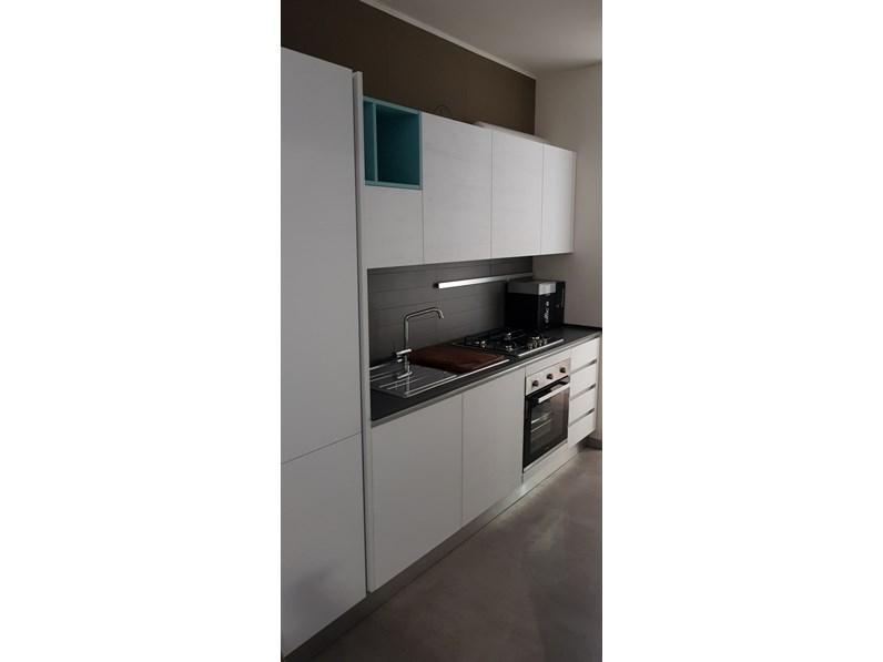 Cucina bianca design lineare mia mobilegno cucine in for Cucine outlet design