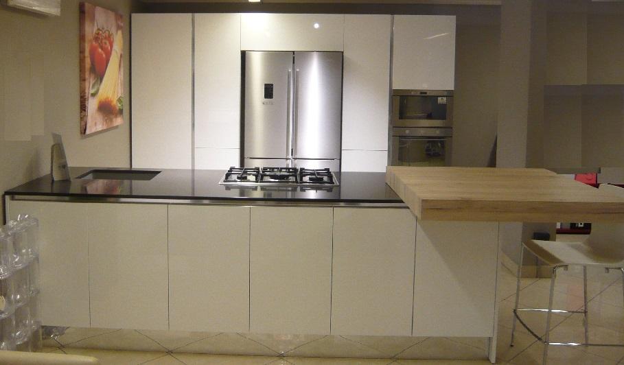 Cucina bianca lucida scontata del 50 cucine a prezzi - Cucina bianca laccata lucida ...