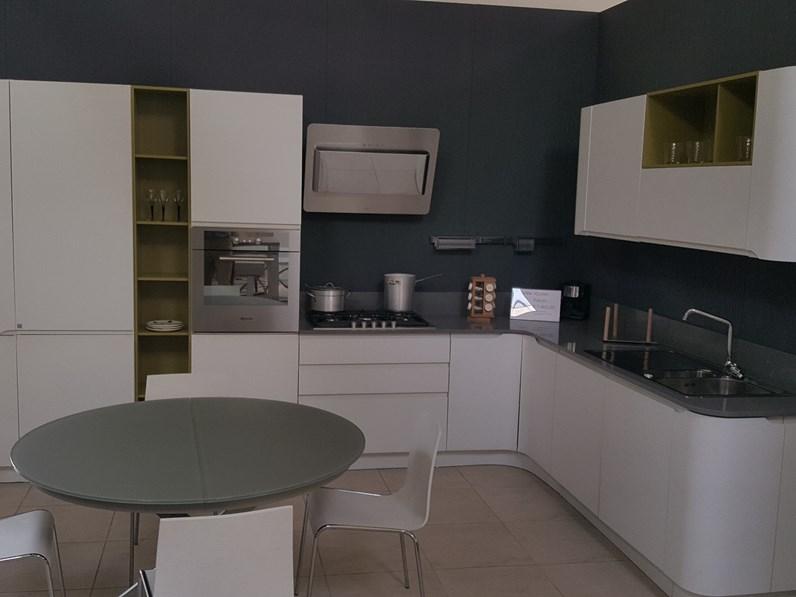 Cucina bianca moderna ad angolo Bring di Stosa cucine in laminato ...