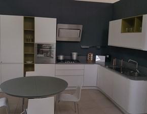 Cucina bianca moderna ad angolo Bring di Stosa cucine in laminato materico