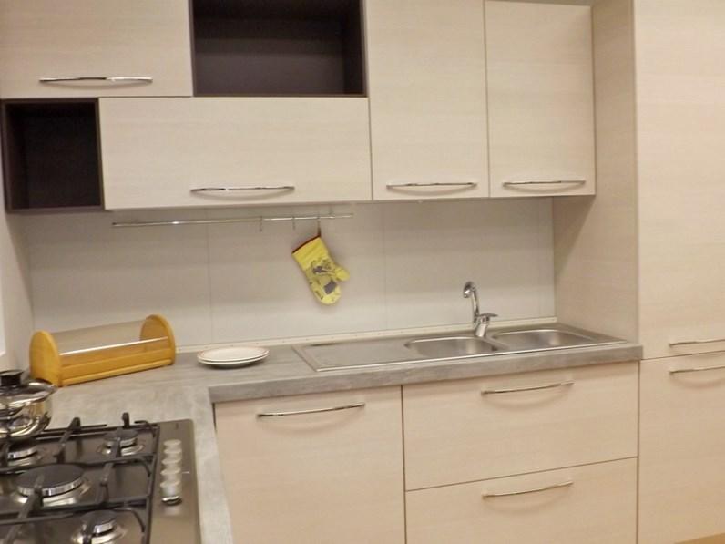 Cucina bianca moderna ad angolo brio mobilturi cucine scontata - Cucina angolo moderna ...