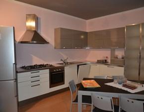 Cucina bianca moderna ad angolo angolare di Euromobil scontata