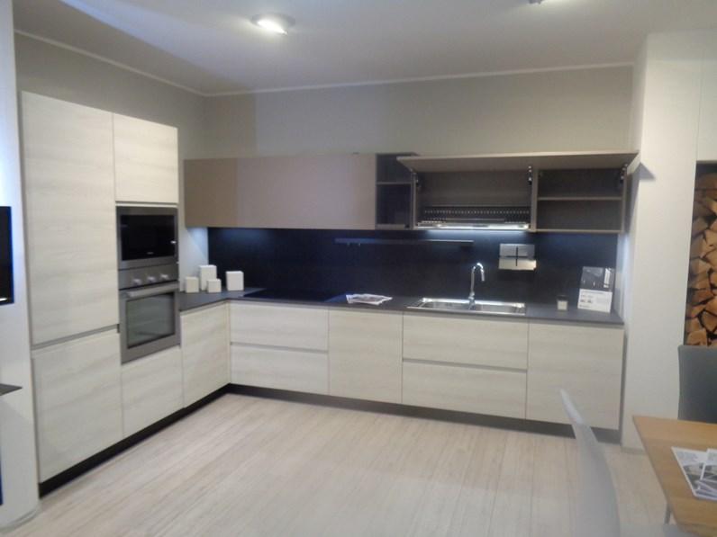 Cucina bianca moderna ad angolo wega e cloe arredo3 in offerta - Cucina angolo moderna ...