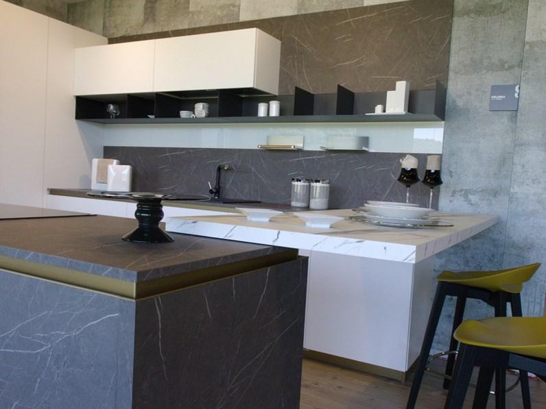 Cucina bianca moderna ad isola Delinea Scavolini