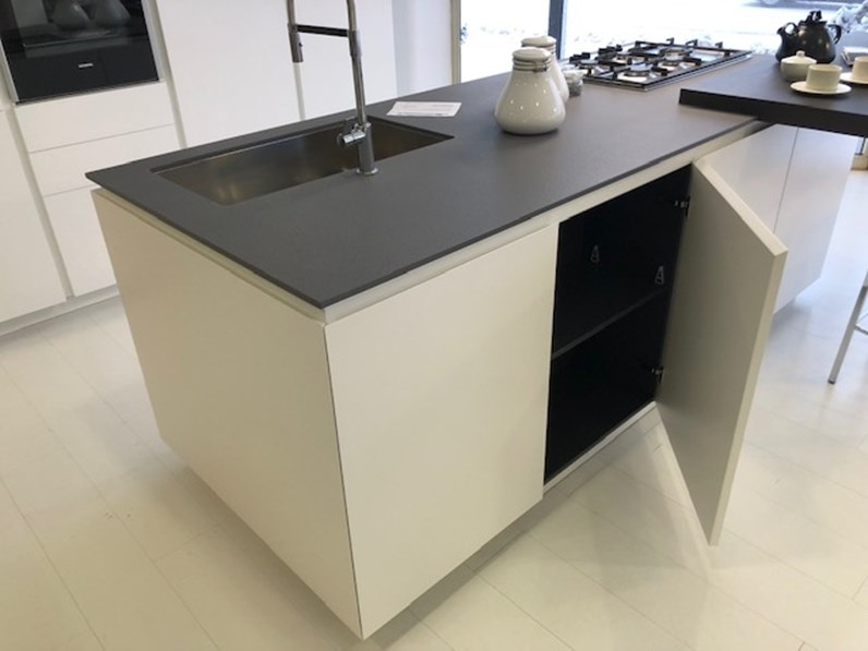 Cucina bianca moderna ad isola materika laccato pedini - Cucina bianca moderna con isola ...