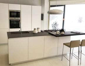 Cucina bianca moderna ad isola Materika laccato Pedini cucine in Offerta Outlet