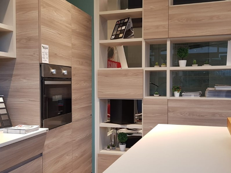 Cucina bianca moderna ad isola Motus Scavolini in Offerta Outlet