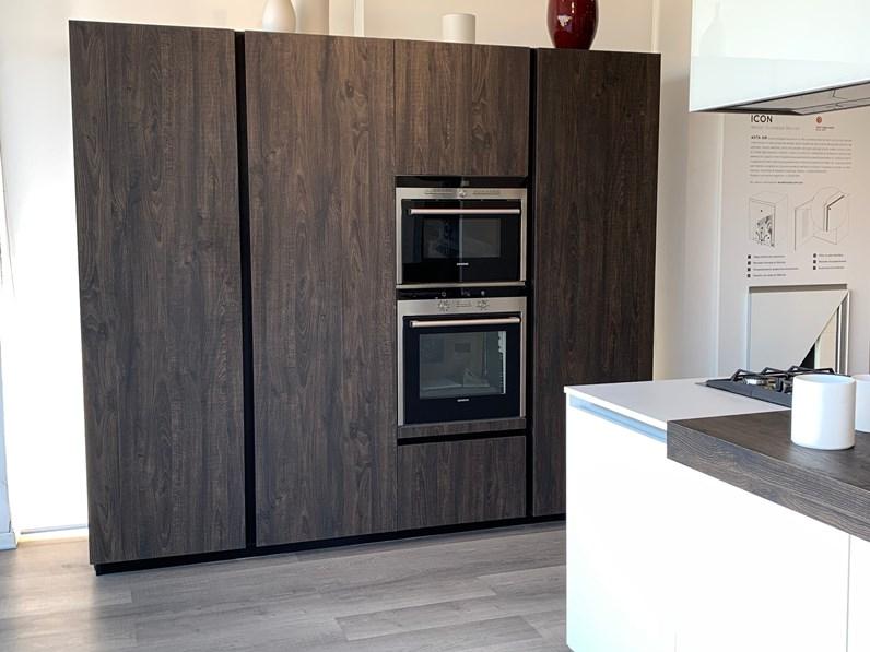 Cucina bianca moderna ad isola One 80 Ernestomeda in Offerta Outlet