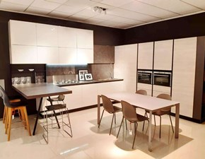 Cucina bianca moderna con penisola Diretta Artigianale in Offerta Outlet