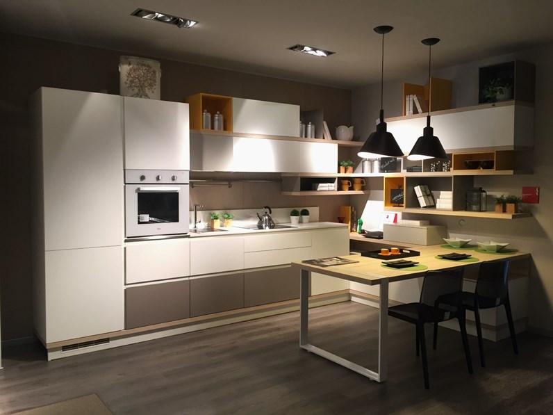 Cucina Moderna Con Isola Scavolini.Cucina Bianca Moderna Con Penisola Foodshelf Scavolini
