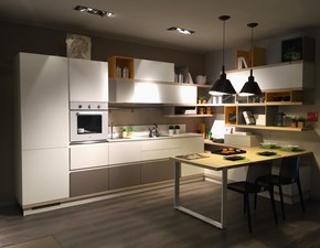 Cucina bianca moderna con penisola Foodshelf Scavolini