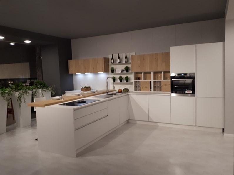 Cucina Bianca Con Isola.Cucina Bianca Moderna Con Penisola Kate Zecchinon In Offerta