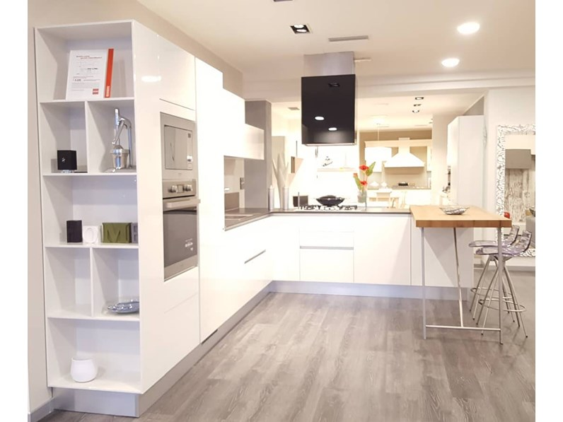 Cucina bianca moderna con penisola liberamente scavolini - Scavolini cucina bianca ...