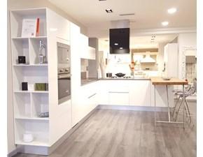 Cucina bianca moderna con penisola Liberamente Scavolini
