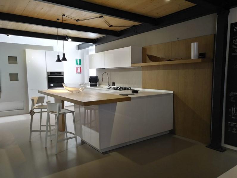 Cucina bianca moderna con penisola maxima 2 2 cesar cucine for Cucine outlet verona