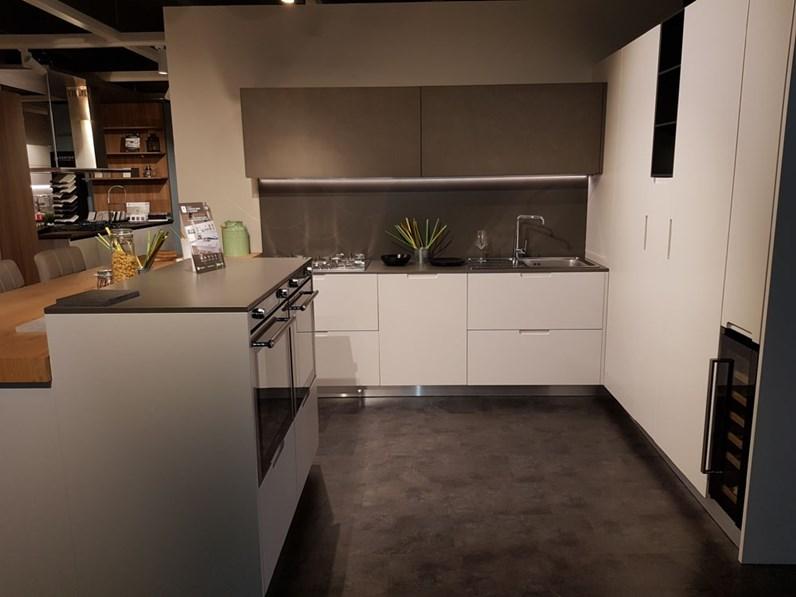Cucina bianca moderna con penisola sincro di miton in offerta outlet - Cucina a gas in offerta ...
