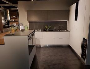 Cucina bianca moderna con penisola Sincro di Miton in Offerta Outlet