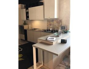 Cucina bianca moderna con penisola Zerocinque Dibiesse in Offerta Outlet