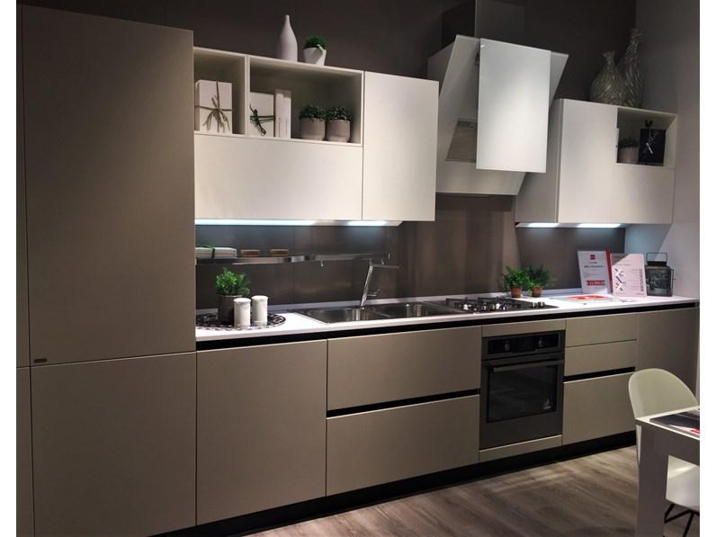 Cucina Bianca Moderna Lineare Liberamente Visone E Bianca Scavolini