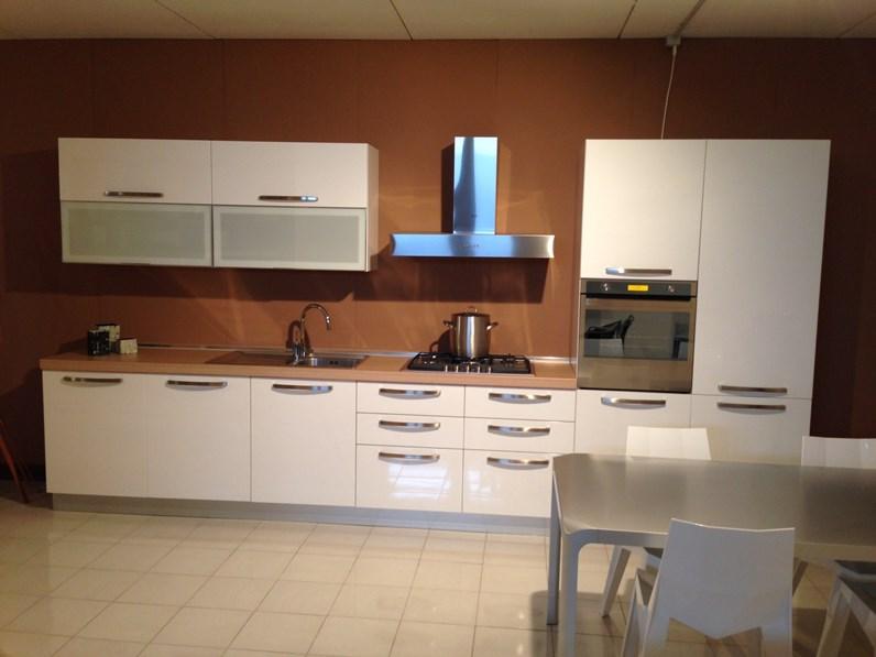 Cucina bianca moderna lineare maya nova cucine in offerta outlet - Cucina bianca moderna lineare ...