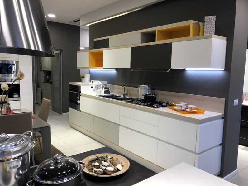 Cucina bianca moderna lineare modello foodshelf inside for Cucina moderna giornale