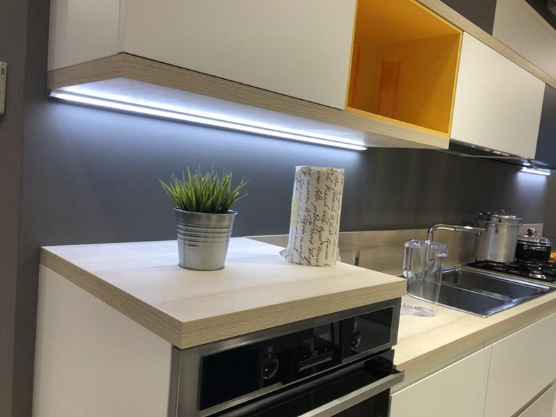 Cucina bianca moderna lineare modello foodshelf inside scavolini in offerta outlet - Cucina bianca moderna lineare ...