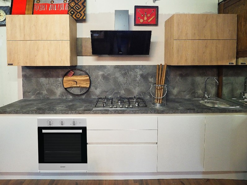Cucina bianca moderna lineare white e rovere oak Nuovi mondi cucine ...